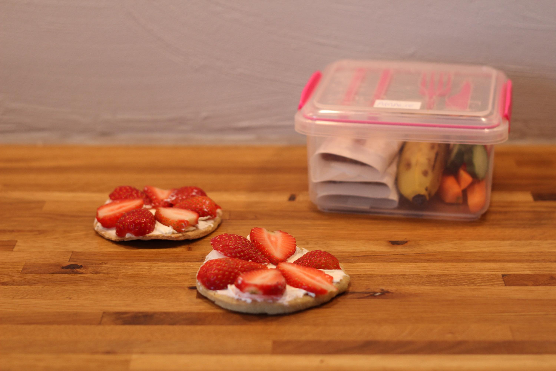 Frugtpizza   sjov med ungerne i køkkenet   karina baagø